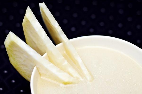 Kedlubnová polévka a tři kousky kedlubny