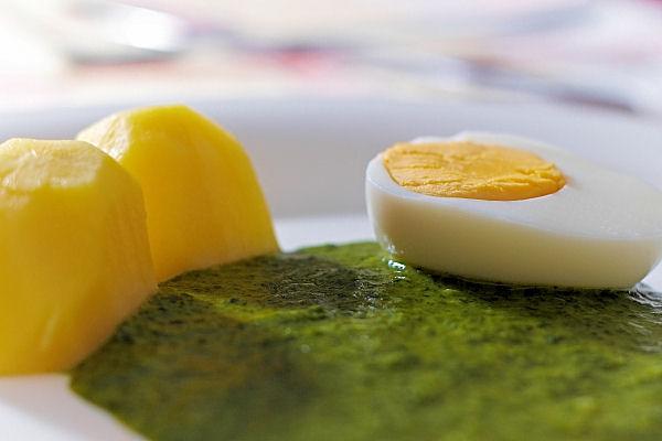 Špenát s brambory a vejcem