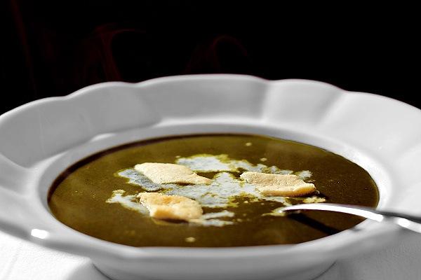 Talíř špenátové polévky